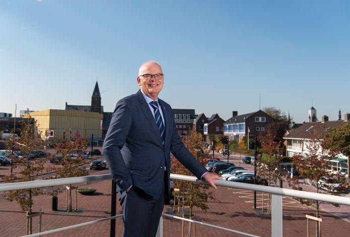 Burgemeester Jan van Belzen van Barendrecht gaat in oktober met pensioen.