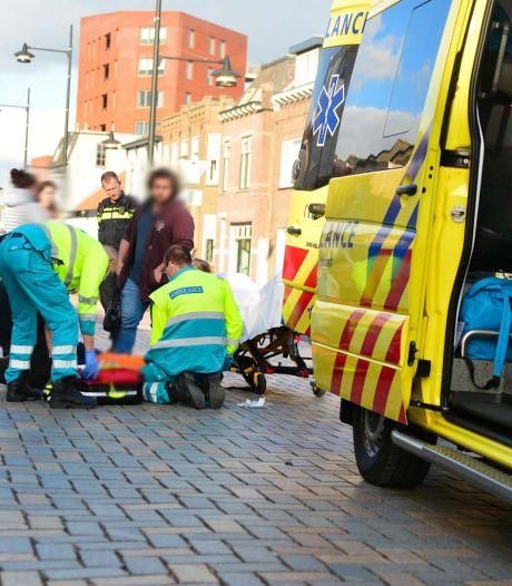 Fietsster aangereden in Helmond, slachtoffer naar ziekenhuis