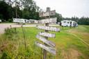 Ingang naar camperplaats De Bosweide in Haarle. De tekst laat niets aan duidelijkheid te wensen over.