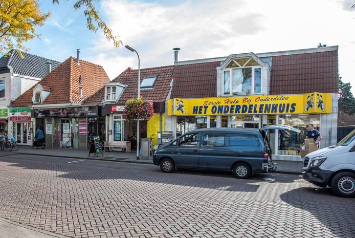 Het rijtje panden aan de Thomas á Kempisstraat dat grondig verbouwd gaat worden.