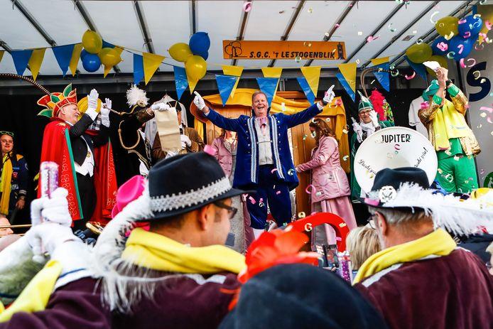 De nieuwe baron van Het Ginneken is bekend gemaakt in het bijzijn van de prinsen van 't Aogje en Giegeldonk.