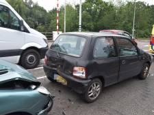 Schade aan drie auto's bij kop-staartbotsing in Doetinchem