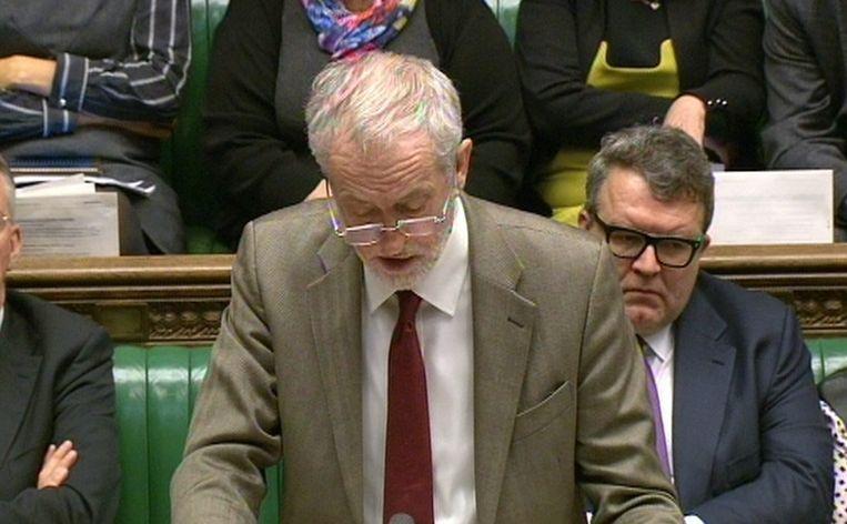 Labour-leider en pacifist Jeremy Corbyn houdt zich op de vlakte. Beeld EPA