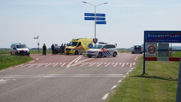 Bij een aanrijding tussen een snorfietser en een personenauto in Brouwershaven, is de bestuurder van de snorfiets gewond geraakt.