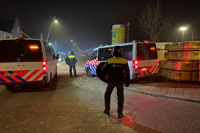 Veel politie op de been in Oosterhout tijdens de jaarwisseling.