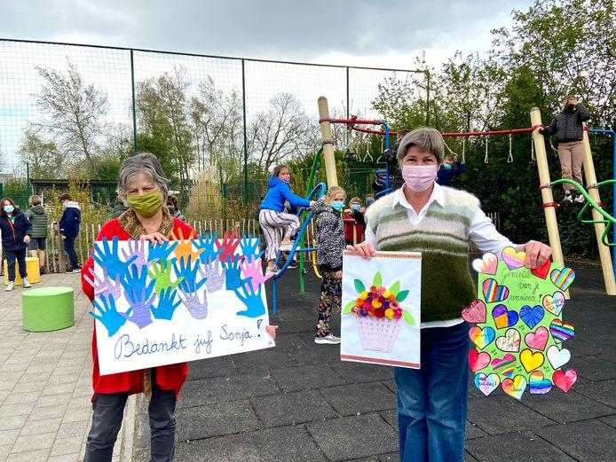 Juf Sonja (links) en juf Suzanne (rechts) gaan op pensioen