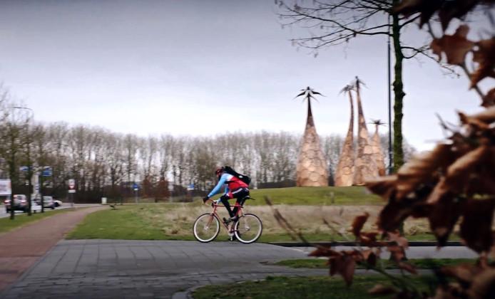 De snelfietsroute tussen Breda en Tilburg gaat dwars door Rijen, waar wethouder Aletta van der Veen ook haar handtekening heeft gezet.