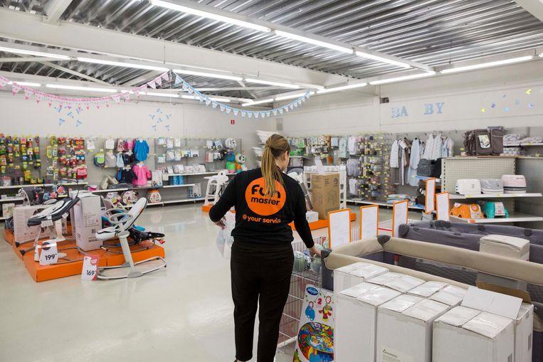 Een beeld in de Fun-winkel langs de Luikersteenweg. Die sluit begin januari de deuren.