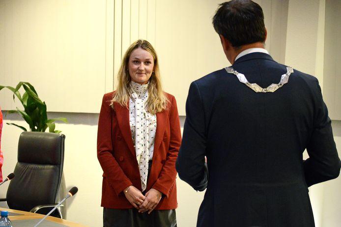 Wethouder Paula Schot wil mensen die als gevolg van de coronamaatregelen minder inkomen hebben oproepen om steun te vragen bij de gemeente.