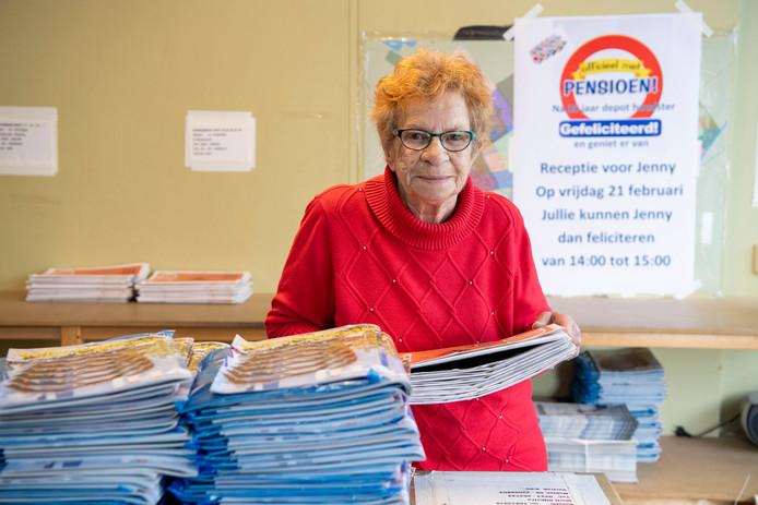 Jenny Pierik stopt na 30 jaar met het krantendepot.
