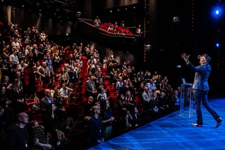 Guido Weijers staat voor het eerst sinds lange tijd weer met zijn show voor een groot publiek. Beeld Joris van Gennip