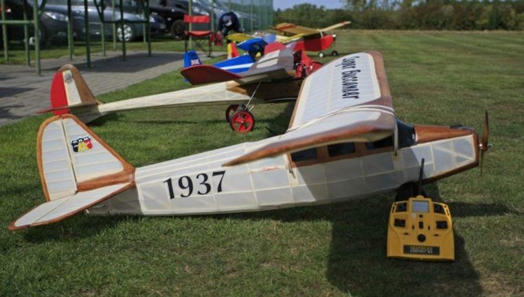 Antieke modelbouwvliegtuigjes.