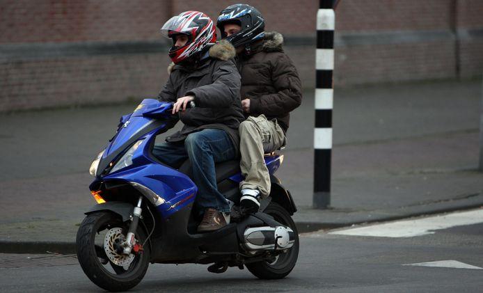 Medici en wetenschappers waarschuwen voor de schadelijke effecten van scooters op de volksgezondheid.
