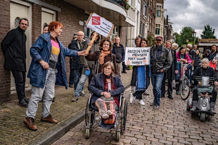 Woonprotest op het Bickerseiland, de vijfenvijftigste actie van de groep 'Niet te Koop'.  Beeld Joris van Gennip