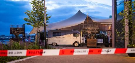 Politie onderzoekt kleine explosie en brand bij Harbour Club