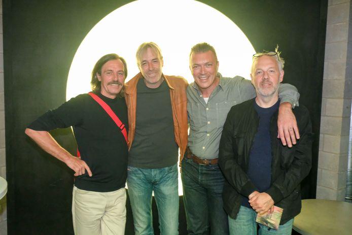 Organisator Ben Mouling (derde van links) met deejays Smos, Sven Van Hees en Jan Van Biesen.
