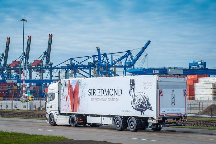 Gintruck van Sir Edmond in de Rotterdamse haven.