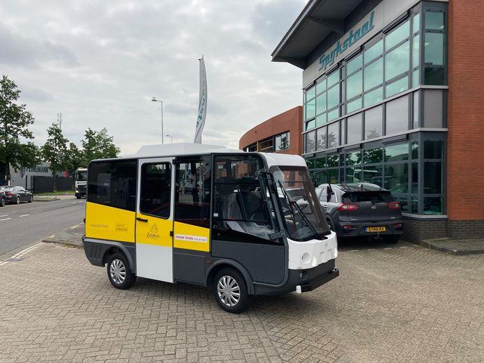 Zo zien de minibusjes eruit die straks door Zutphen rijden. In augustus kunnen reizigers gratis kennismaken met de elektrische busjes.