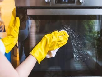 Van je matras en gordijnen tot de wc-muur: twee schoonmaakexperts leggen uit hoe je de moeilijkste karweitjes van de lenteschoonmaak aanpakt