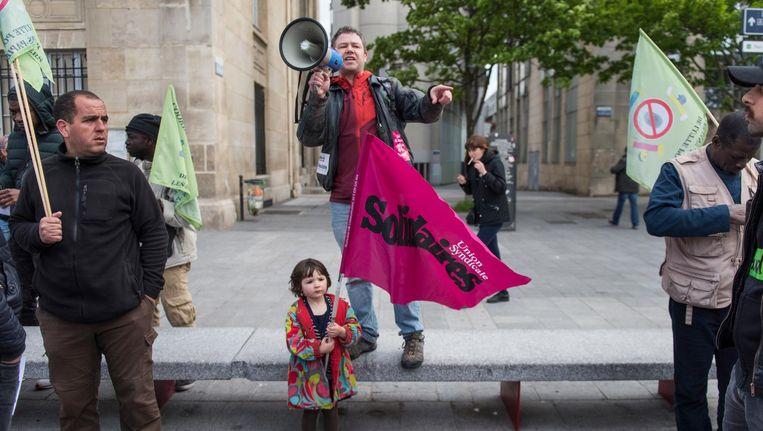 Feestdag in Saint-Denis: 1 mei is het Dag van de Arbeid. De stad heeft een communistische burgemeester. Beeld Steven Wassenaar