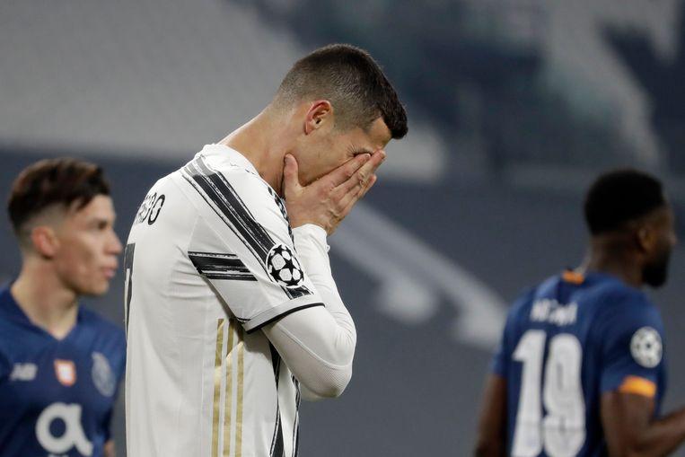 Cristiano Ronaldo van Juventus baalt van de verliespartij. Beeld AP