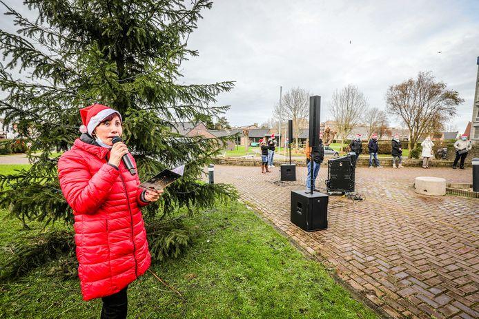 Jacky Lafon treedt op voor de bewoners van De Strandjutter in Blankenberge.