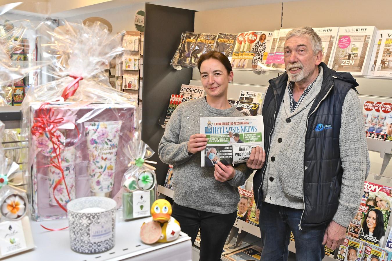 't Krantje is de derde krantenzaak voor Stefaan Cotteny. Carmen Valcke is er één van de vertrouwde gezichten achter de kassa.