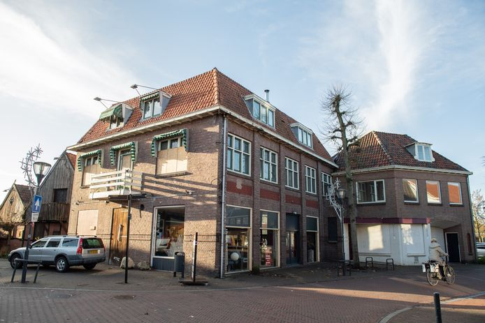 Het voormalige café Maddog in Denekamp, een van de rotte kiezen waar binnenkort een einde aan komt