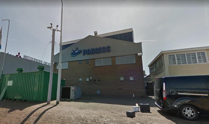 Een werknemer van scheepswerf Padmos in de haven van Stellendam is vanochtend tijdens werkzaamheden in een schip geëlektrocuteerd.