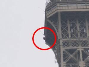La Tour Eiffel évacuée à cause d'une personne escaladant l'édifice