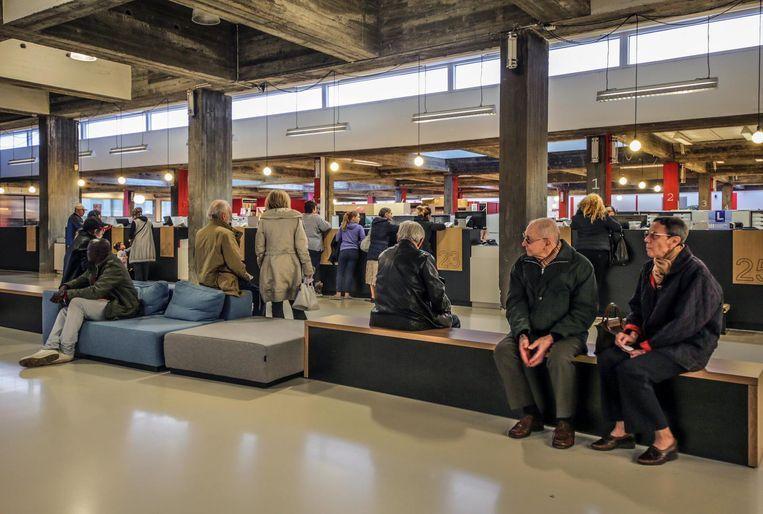 Onder meer het administratief stadhuis in Kortrijk is getroffen. (Archieffoto) Beeld Henk Deleu