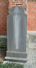 Een gedenkplaat voor de familie Lippens in Moerbeke