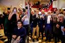 Uitslagenavond provinciale verkiezingen in Noord-Brabant in maart 2019: Forum voor Democratie dendert met negen zetels Provinciale Staten binnen. In het midden (beige broek) toenmalig lijsttrekker Eric de Bie uit Bergen op Zoom. De partij is inmiddels aan flarden gescheurd.