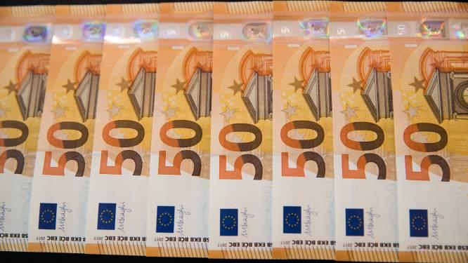 Politie arresteert oplichter (39) die slachtoffer 100.000 euro doet betalen om zelf geld te kunnen maken met blanco biljetten en chemicaliën
