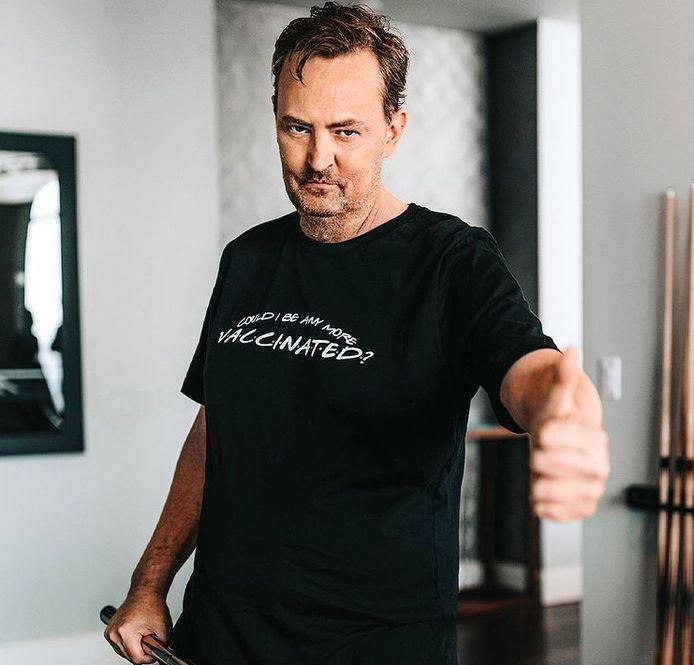 Matthew Perry et son T-shirt pro-vaccination.