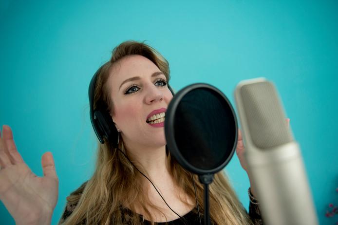 Singer-songwriter Joyce Rising schreef een lied tegen pesten dat door de stichting Omgaan met Pesten wordt gebruikt in een lespakket.