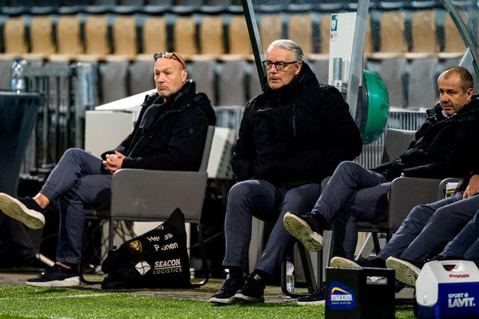 VVV-trainer Hans de Koning (midden).
