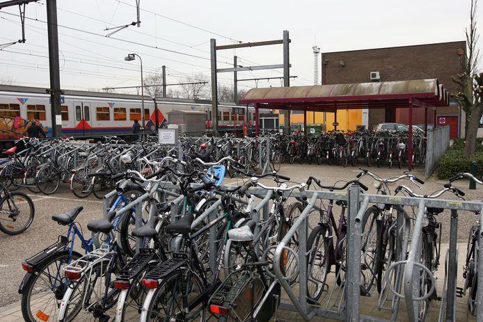 Een beeld van de oude fietsenstalling aan het station van Herentals, vanaf volgende week zal het er helemaal anders uitzien en wordt de andere kant aangepakt
