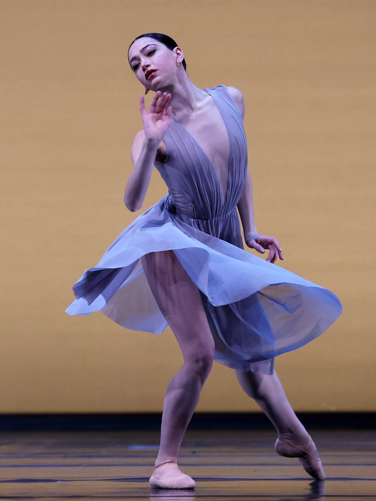 Salome Leverashvili, grand sujet bij Het Nationale Ballet, in Echoes of Tomorrow van choreograaf Wubkje Kuindersma. Beeld Hans Gerritsen