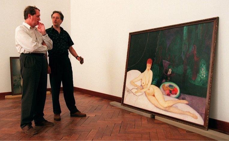 In het Stedelijk Museum in Amsterdam, waar hij in 1996 als gastconservator een tentoonstelling samenstelt. Het schilderij is Jan Sluijters' 'De Droom'. Beeld ANP