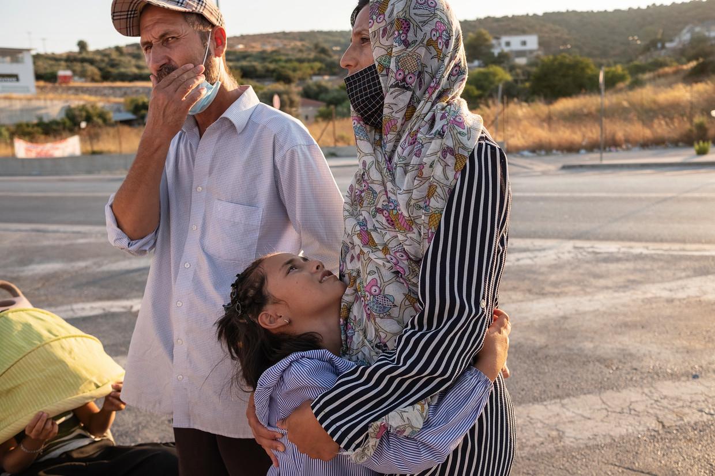 Sayed Sadat, met zijn vrouw Fatima en hun dochter Zahra op Lesbos.  Beeld Giulio Piscitelli
