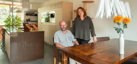 Liesbeth en Jos verkopen een bijzonder huis: 'We wonen in de 'o' van Amersfoort'