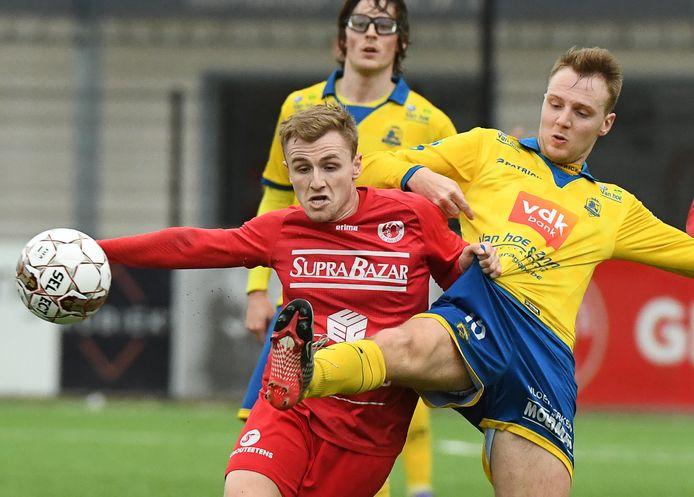 Nieuwkomer Louis Coetsier (l.), die eerder al drie seizoenen aan de slag was op de Poezelhoek, haakte af bij FC Gullegem.