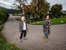 Jolanda en Mieke speurden in de archieven naar het verhaal van twee Westlandse weeskinderen in de 18de eeuw