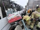 Un engin de chantier menaçant de tomber du 8e étage à Bruxelles a été sécurisé