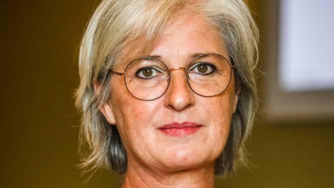 """""""Laat ze maar vechten om hun zitje, voor mij is het genoeg"""": oud-burgemeester Ann Vanheste reageert voor het eerst na haar ontslag"""