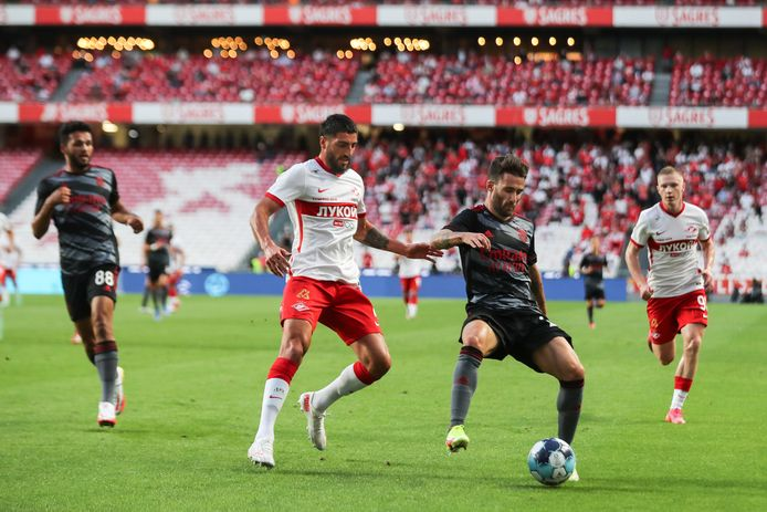 Samuel Gigot (in het wit) speelt nu voor Spartak, maar heeft nog een verleden bij Kortrijk en Gent.