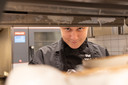 Stafan is een van de medewerkers van Eetkamer Van Zanten die nu voor de cliënten van Amerpoort kookt.