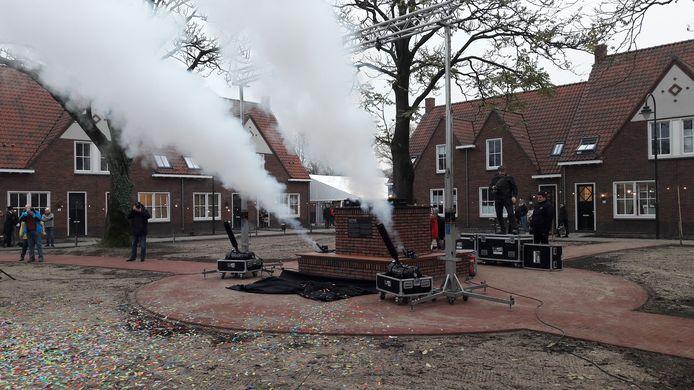 De onthulling van een monument voor de nieuwe wijk Vreewijk in Rhenen die in 2017 werd opgeleverd.