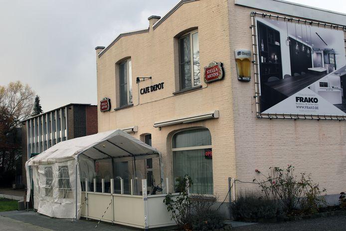 Café Depot is gelegen op de Lierseweg.